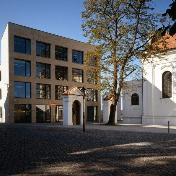 Vzdělávací centrum Na Karmeli - exteriér